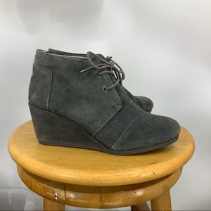 Toms wedge gray suede ankle boot 8 1/2